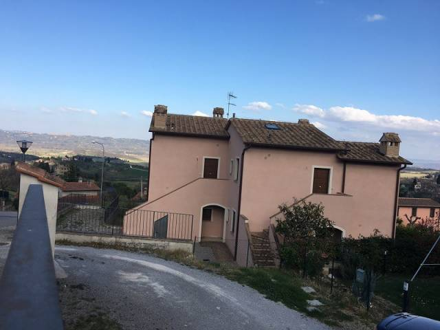 Appartamenti indipendenti in vendita a Cetona