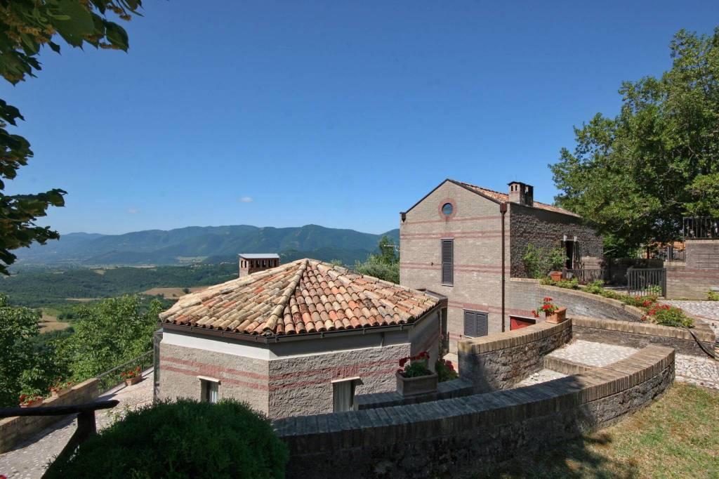 Villa in ottime condizioni parzialmente arredato in vendita Rif. 8017270