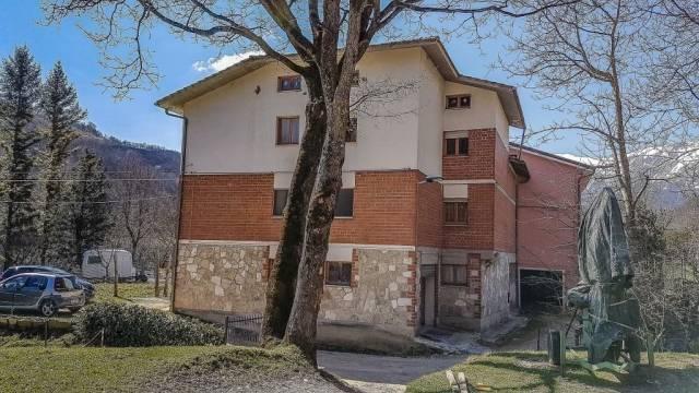 Appartamento in ottime condizioni parzialmente arredato in vendita Rif. 4244595