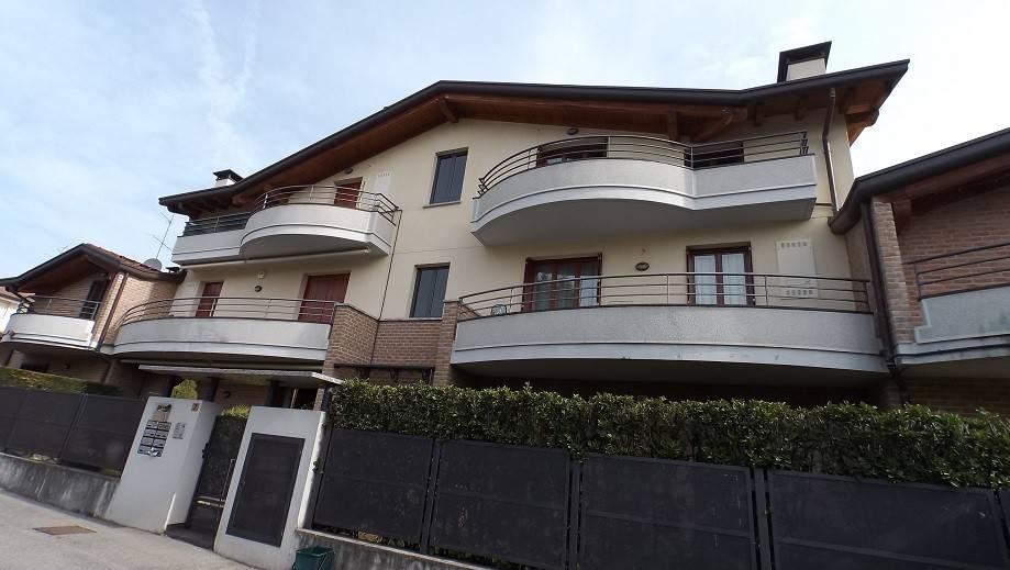Appartamento in ottime condizioni in vendita Rif. 4980429