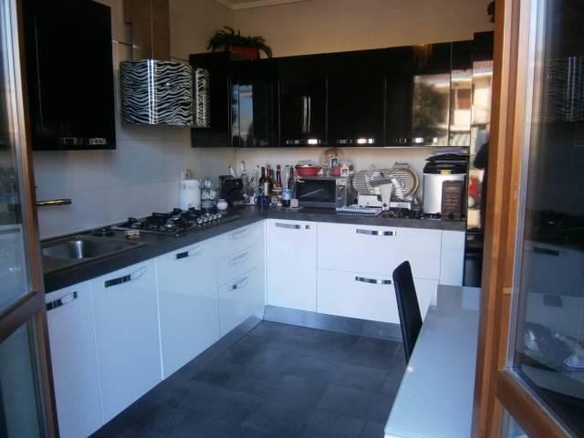 Appartamento in ottime condizioni parzialmente arredato in vendita Rif. 5037537