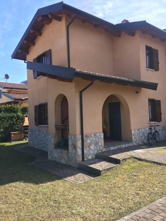Villa in ottime condizioni parzialmente arredato in vendita Rif. 4497239