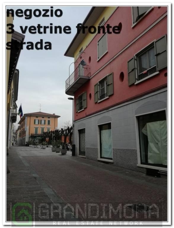 Negozio / Locale in affitto a Ponte San Pietro, 4 locali, prezzo € 1.000 | CambioCasa.it