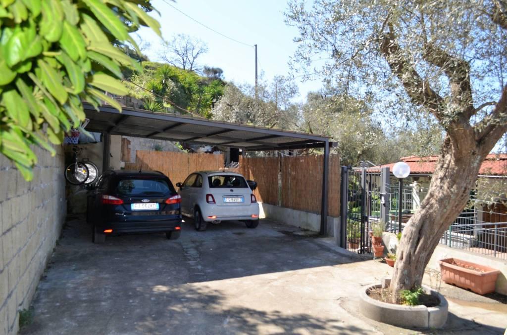 Appartamento in buone condizioni in vendita Rif. 8971898
