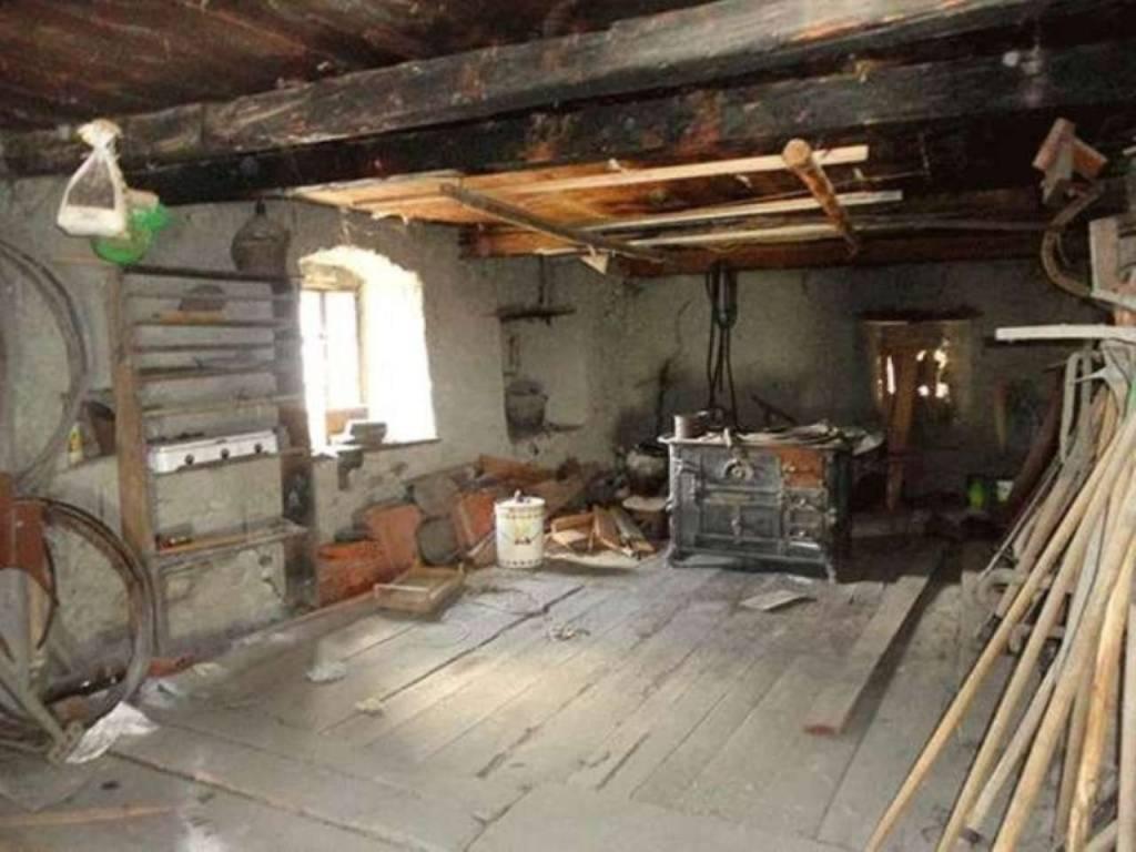 Rustico / Casale da ristrutturare in vendita Rif. 9217345