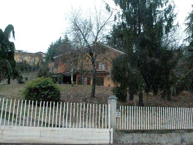 Villa in Vendita a Castagnito
