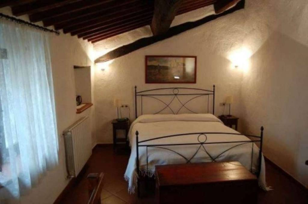 Appartamento in buone condizioni arredato in vendita Rif. 8033176