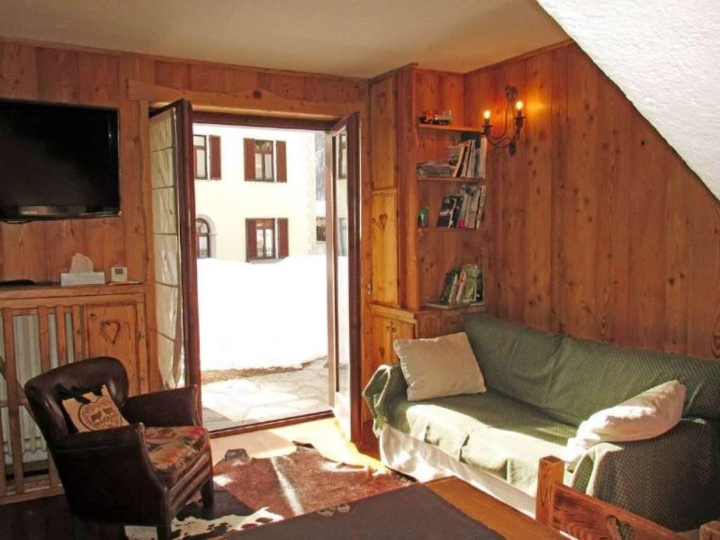Courmayeur Larzey: soleggiato, grazioso, piccolo trilocale, 2 balconi, giardino condominiale