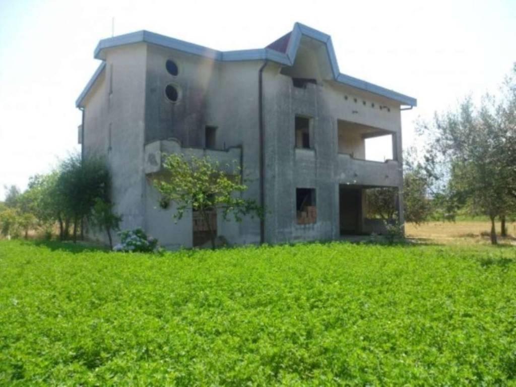 Villa in vendita a Airola, 12 locali, prezzo € 230.000 | CambioCasa.it