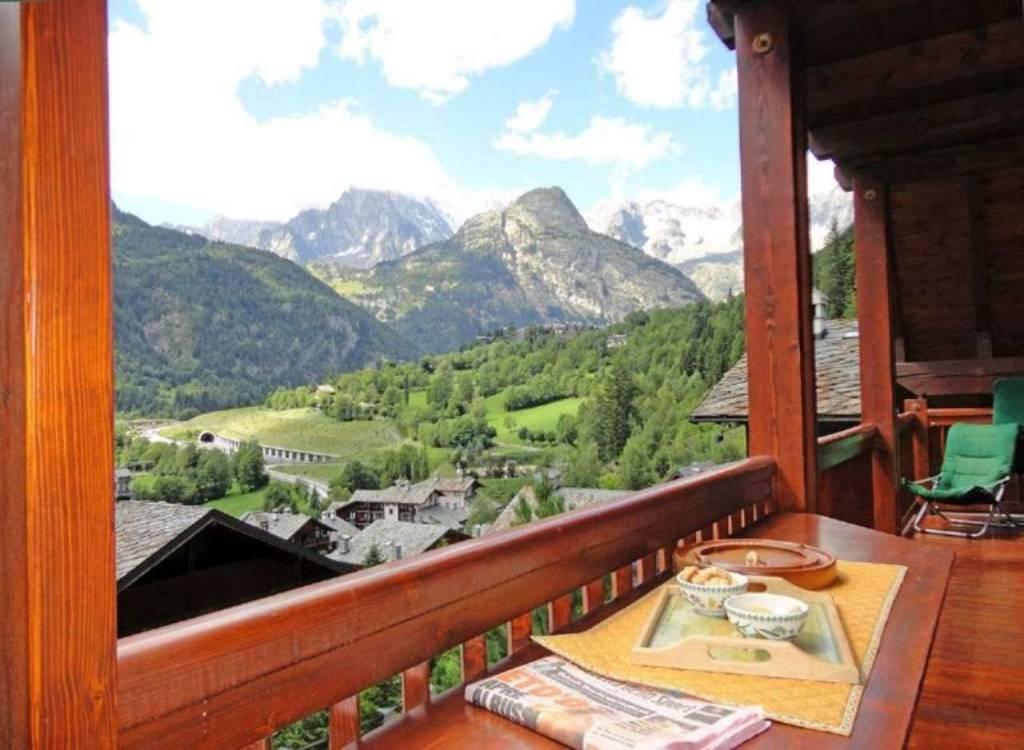 Courmayeur Courmaison: panoramica, raffinata mansarda 108mq, incantevole vista Monte Bianco, balcon