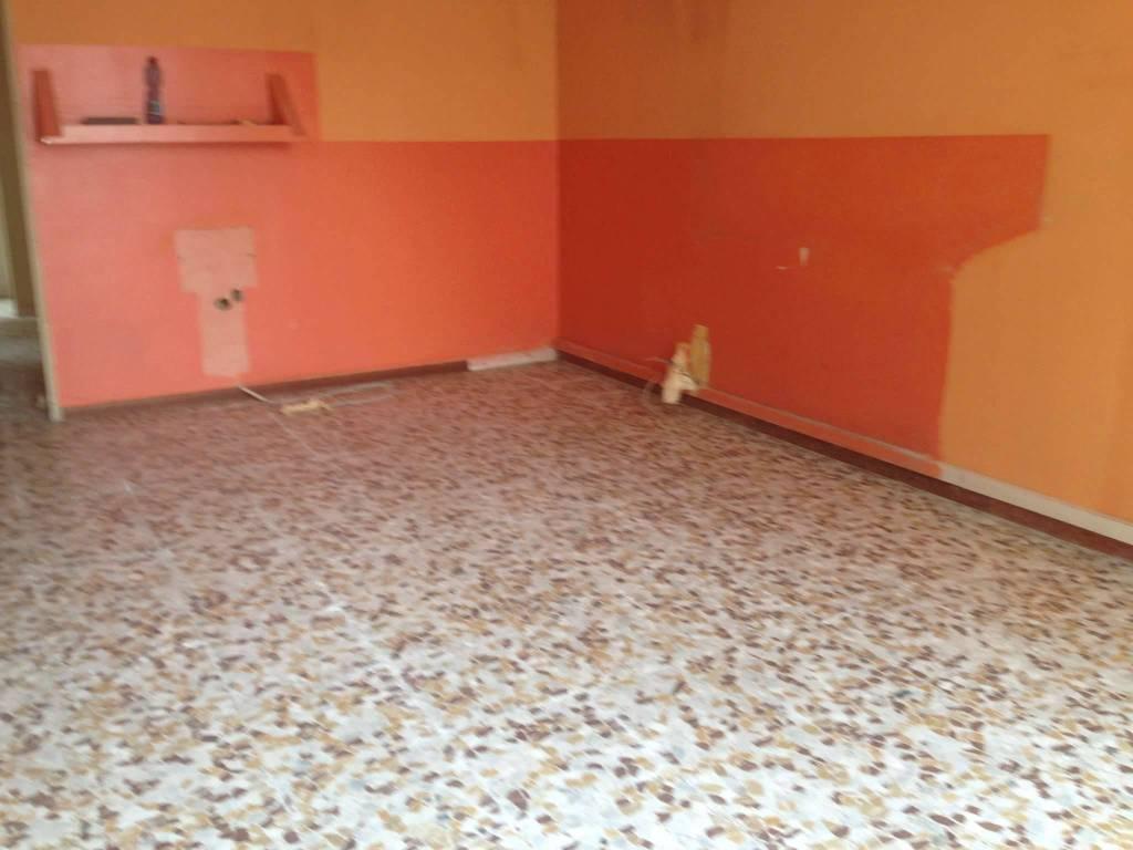 Negozio / Locale in affitto a Viadana, 2 locali, prezzo € 380 | CambioCasa.it