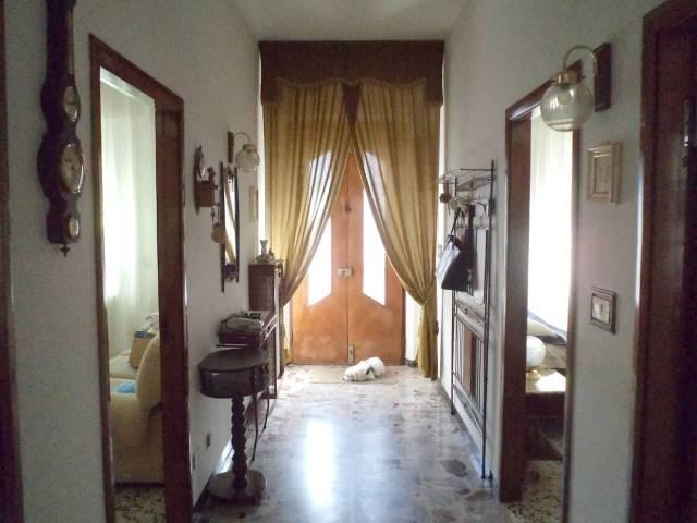 Appartamento in buone condizioni parzialmente arredato in vendita Rif. 4173862