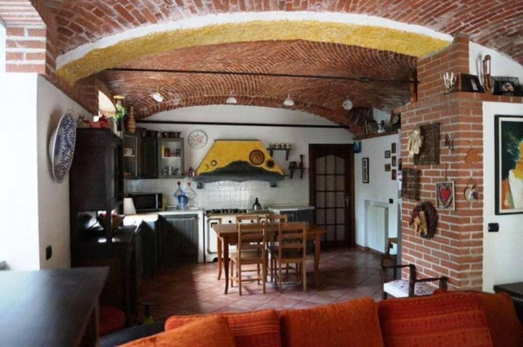 Appartamento in vendita a Castelletto Sopra Ticino, 4 locali, prezzo € 185.000 | CambioCasa.it