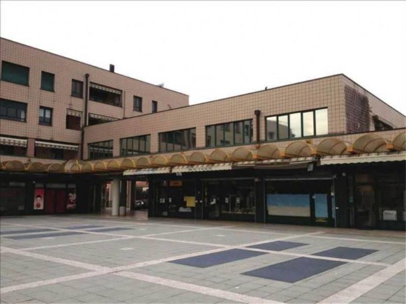 Negozio / Locale in vendita a Caronno Pertusella, 6 locali, prezzo € 345.000 | CambioCasa.it