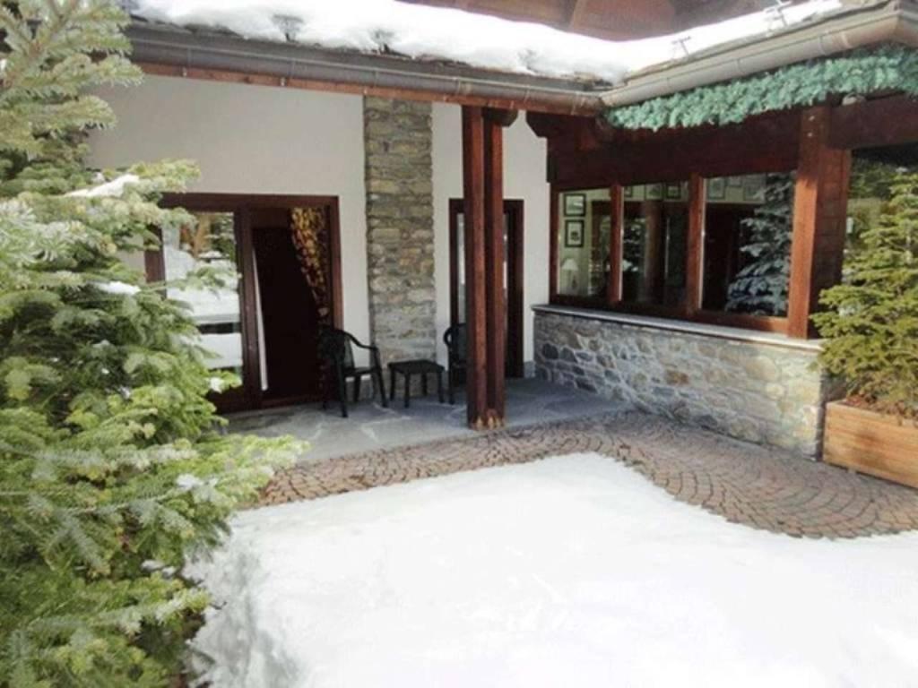 Courmayeur Courmaison: raffinato monolocale, portico e godibile giardino/terrazzo 25mq; investiment