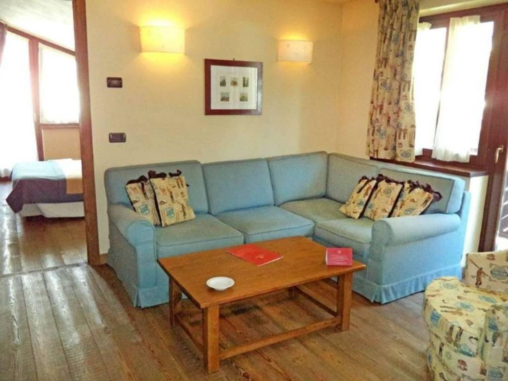 Courmayeur Courmaison: elegante soleggiata mansarda, 7/8 posti letto, vista, 4 balconi; investiment