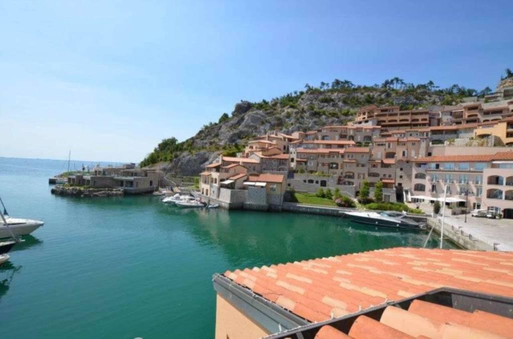 Appartamento in vendita a Duino-Aurisina, 4 locali, prezzo € 785.000   CambioCasa.it