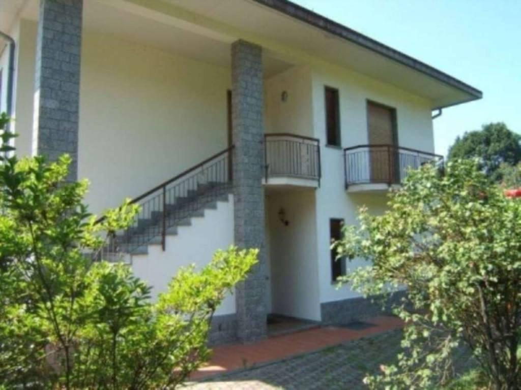 Villa in vendita a Taino, 6 locali, prezzo € 310.000 | CambioCasa.it