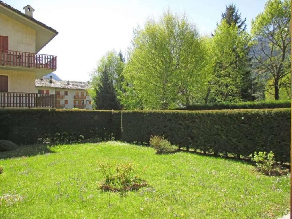 Morgex Centro, trilocale ristrutturato con giardino, box e cantina