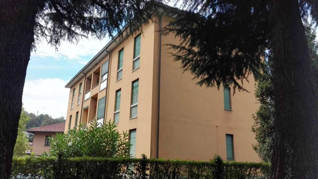 Appartamento in vendita a Barzanò, 3 locali, prezzo € 59.000 | CambioCasa.it