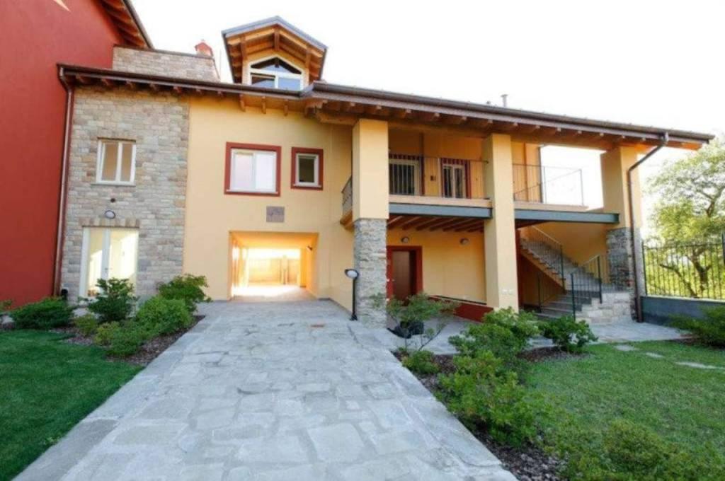 Appartamento in vendita a Angera, 3 locali, prezzo € 290.000 | CambioCasa.it
