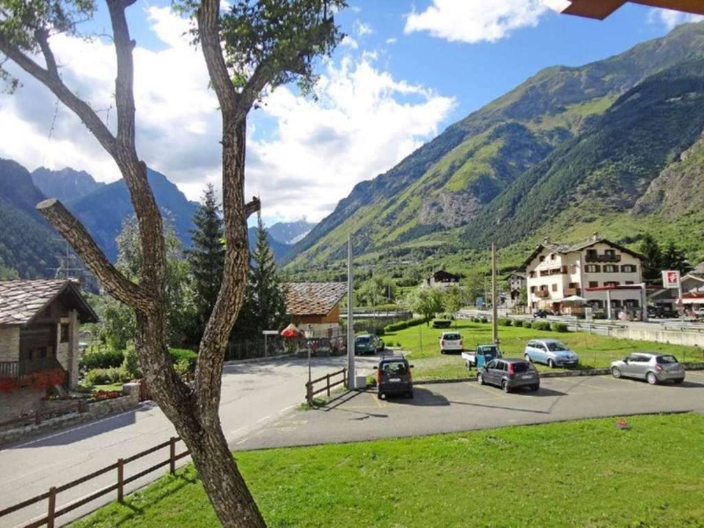 Morgex - centro: panoramicissimo e soleggiato trilocale vista Monte Bianco con ascensore e balconi