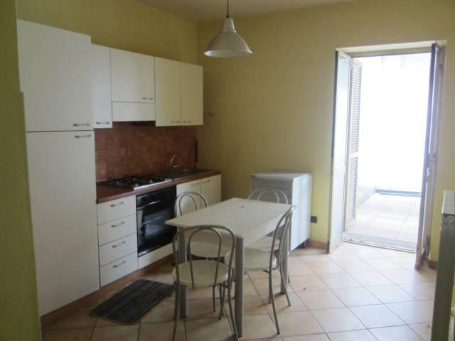 Appartamento in buone condizioni arredato in affitto Rif. 4304608