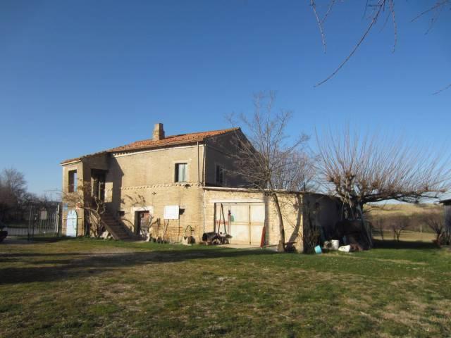 Rustico / Casale da ristrutturare in vendita Rif. 4362562