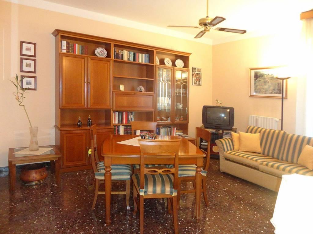 Appartamento in buone condizioni in vendita Rif. 4295181