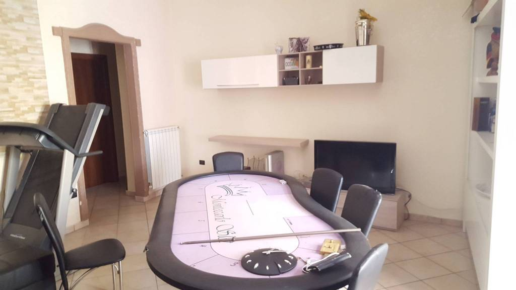 proponiamo in vendita appartamento con terrazzo a livello
