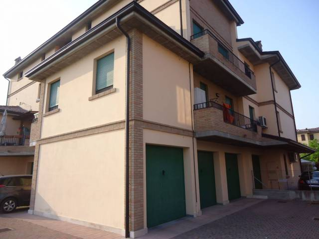 Appartamento in ottime condizioni parzialmente arredato in vendita Rif. 4507217
