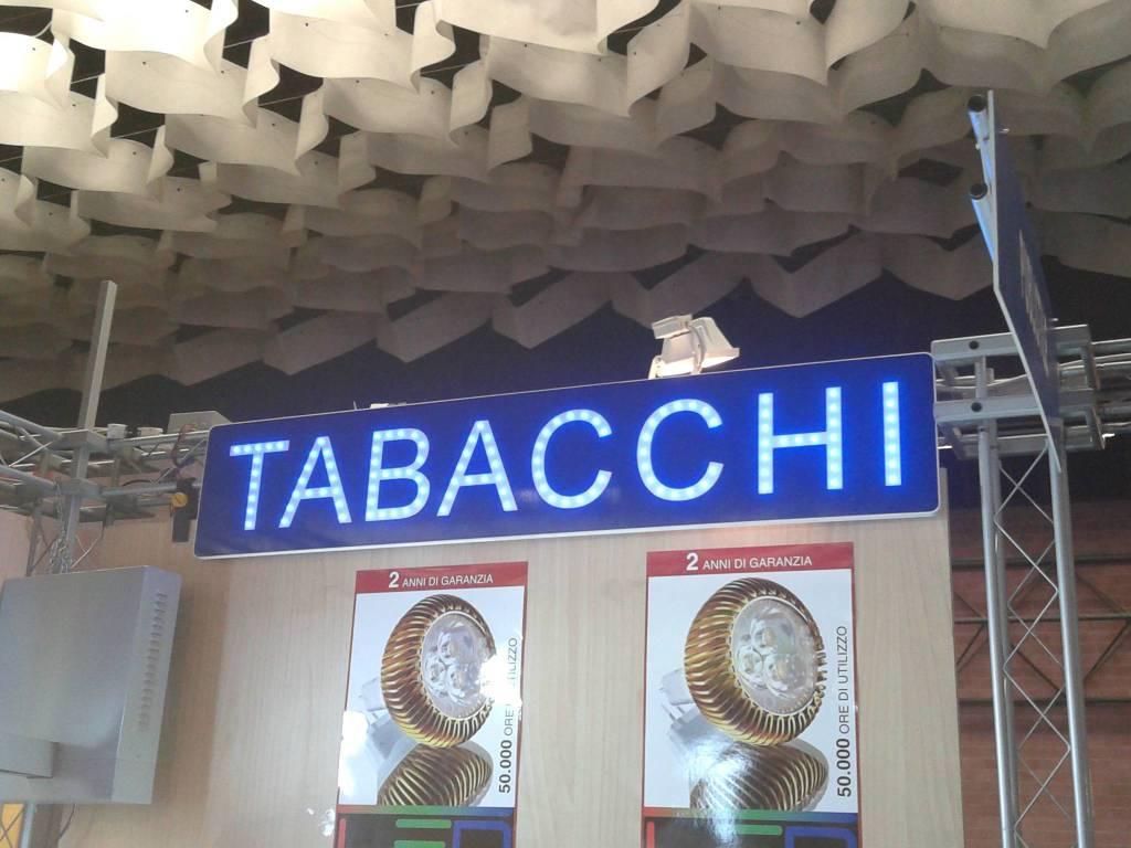 Tabacchi / Ricevitoria in vendita a Verbania, 2 locali, prezzo € 345.000 | CambioCasa.it