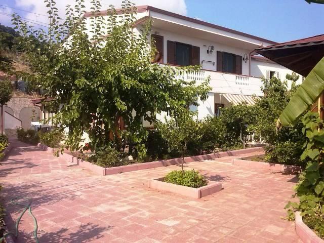 Appartamento in buone condizioni arredato in affitto Rif. 4390171
