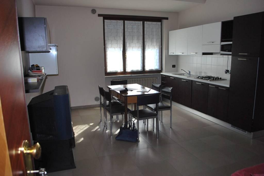 Appartamento in buone condizioni arredato in affitto Rif. 8638837