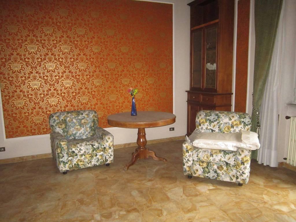Appartamento in buone condizioni in vendita Rif. 8156755
