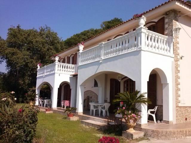 Villa in ottime condizioni arredato in affitto Rif. 4390176