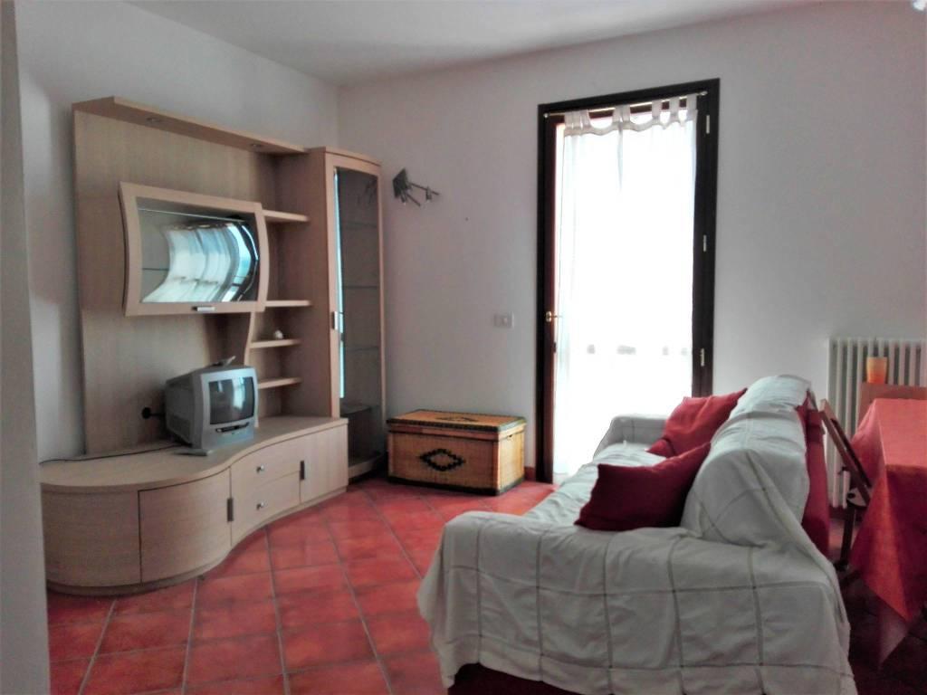 Appartamento in buone condizioni arredato in vendita Rif. 4390806
