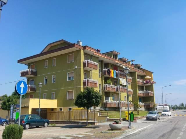 Palazzo / Stabile in Vendita a Bernezzo