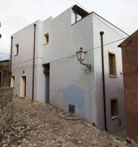 Appartamento quadrilocale in vendita a Posada (NU)