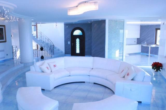 Villa parzialmente arredato in vendita Rif. 4573157
