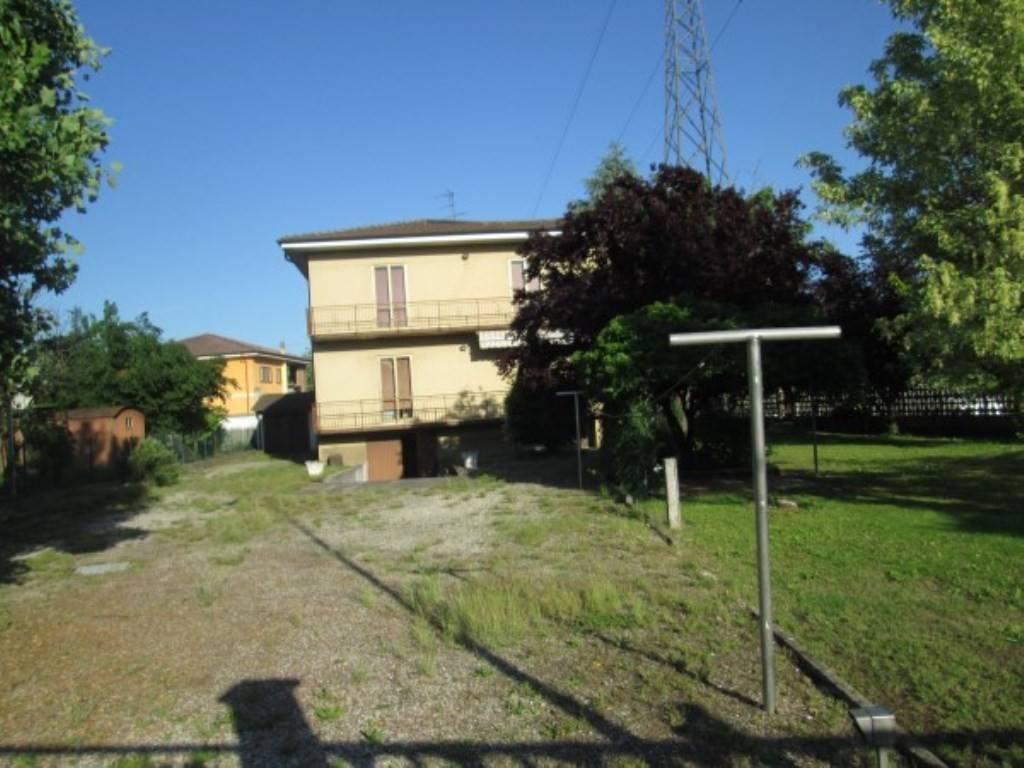 Villa in vendita a Goito, 6 locali, prezzo € 200.000 | CambioCasa.it