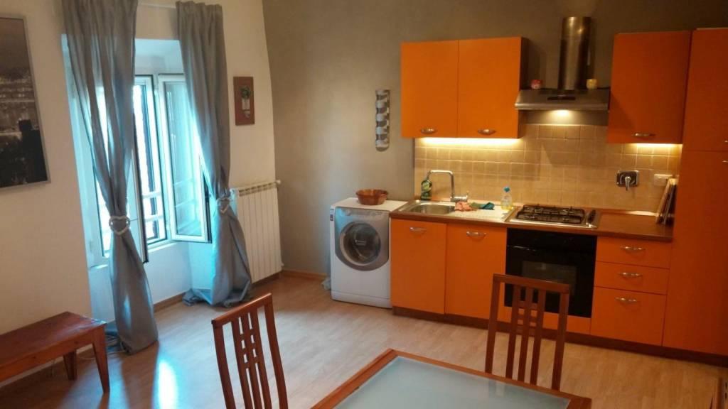 Appartamento in ottime condizioni arredato in affitto Rif. 6950392