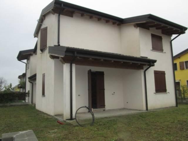 Villa in vendita a Castellucchio, 5 locali, prezzo € 200.000 | Cambio Casa.it