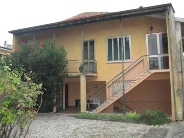 Villa in vendita a Volta Mantovana, 6 locali, prezzo € 135.000 | Cambio Casa.it