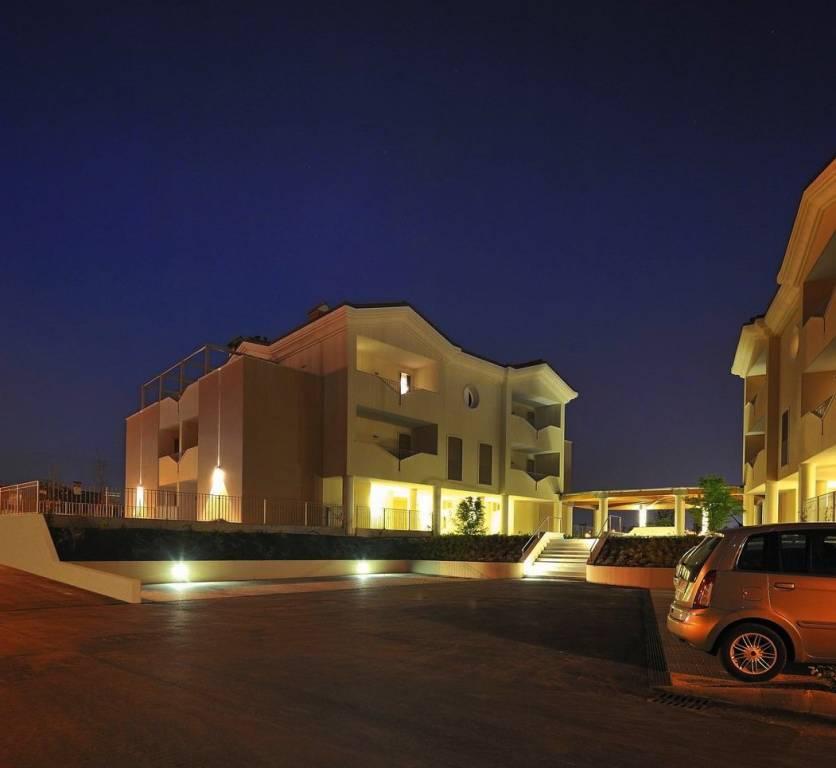 Appartamento in ottime condizioni arredato in vendita Rif. 8639016