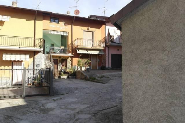 Appartamento in vendita a Cocquio-Trevisago, 3 locali, prezzo € 50.000 | Cambio Casa.it
