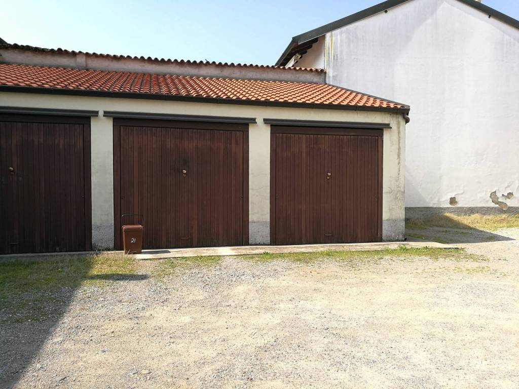 Box / Garage in Vendita a Rescaldina