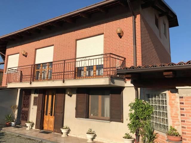 Foto 1 di Casa indipendente Sanfrè