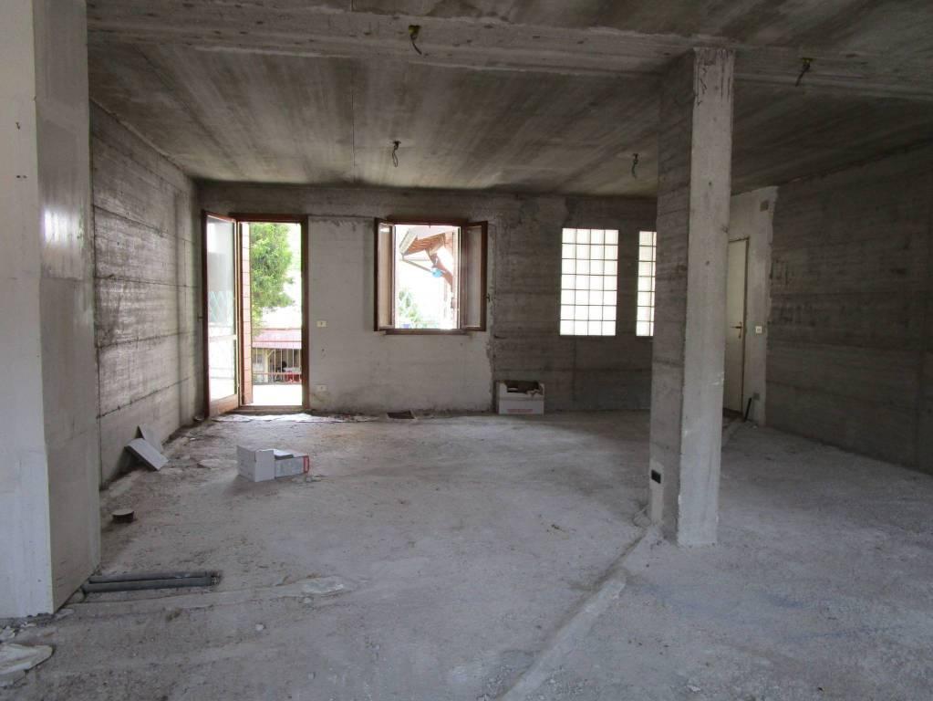 Appartamento da ristrutturare in vendita Rif. 4837566