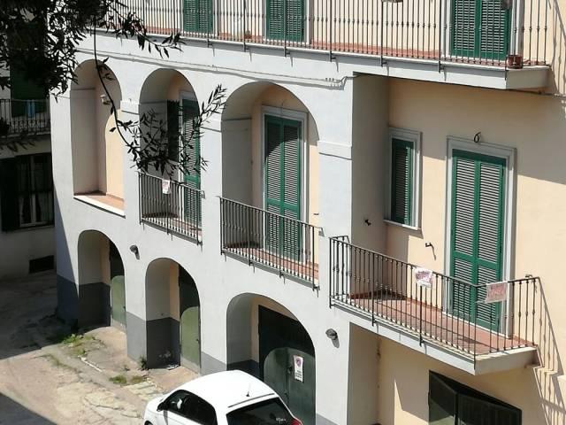 Appartamento in vendita a Pozzuoli, 3 locali, prezzo € 225.000 | Cambio Casa.it
